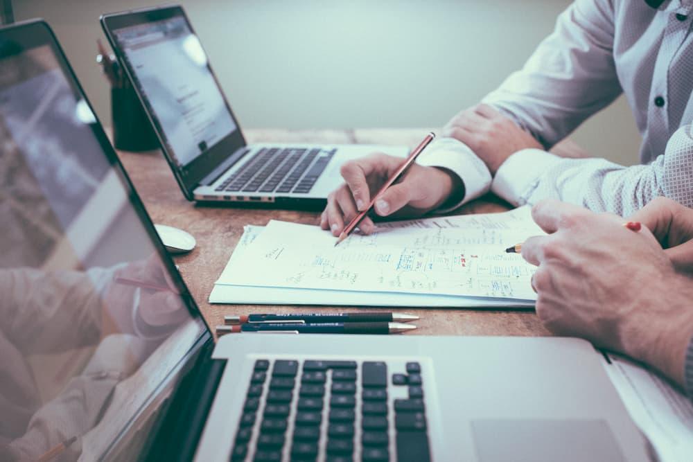 Регистрация по ДДС при последователно извършване на еднородна дейност в един и същ търговски обект от две или повече свързани лица или лица, действащи съгласувано